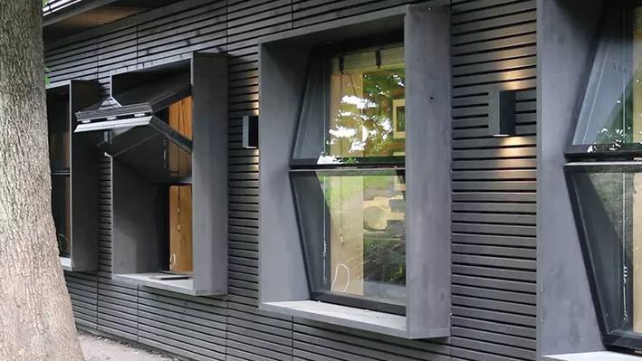 Bi-fold Window Vertikal